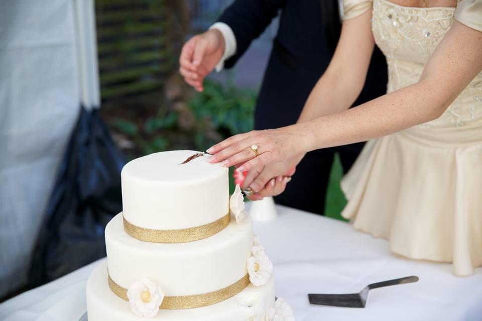 Brudeparret og kagen