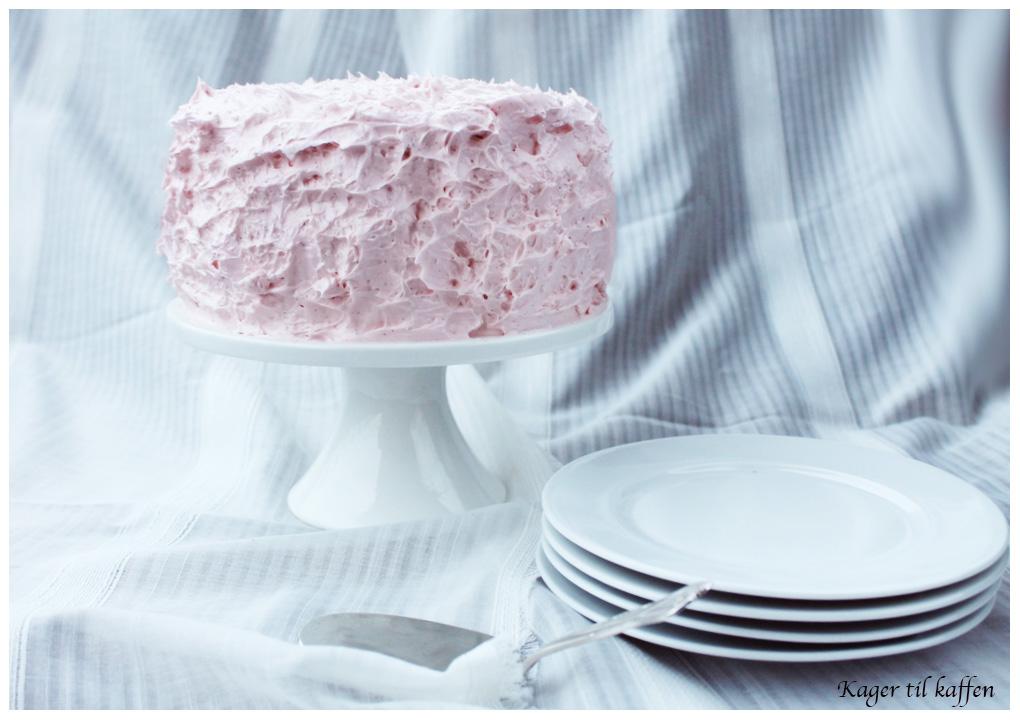 Pink Kirsebærkage med Amarena Kirsebær