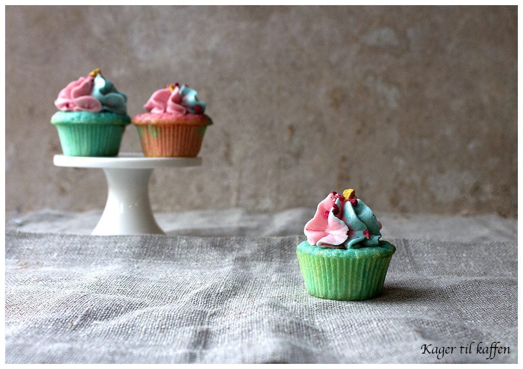 pink & blue vanilla cupcakes with SMBC
